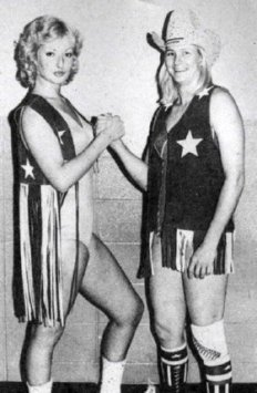 thumbnail_Susanne Miller and Sue Green wrestler